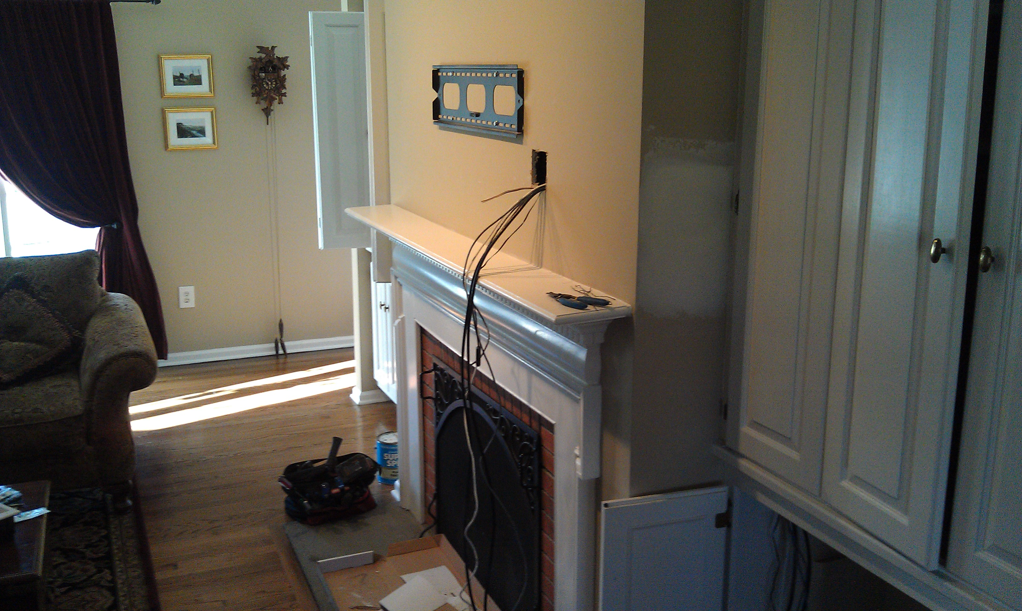 Wallingford CT mount tv on wall | Home Theater Installation