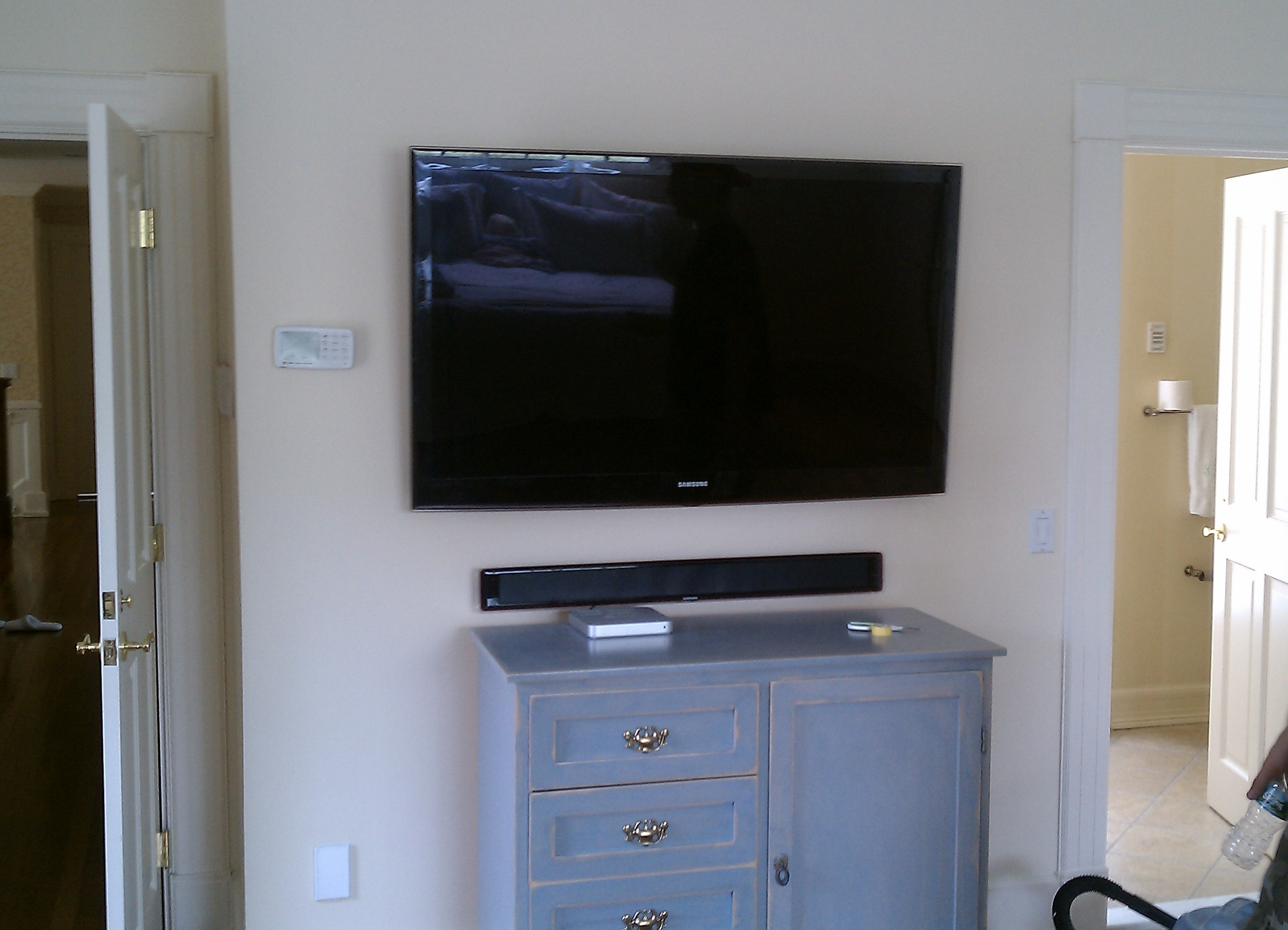 Bethany CT mount tv on wall | Home Theater Installation
