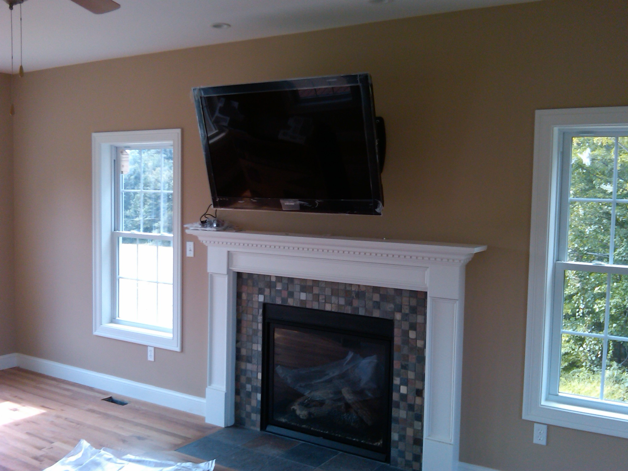 Stonington CT – TV over fireplace on articulating mount
