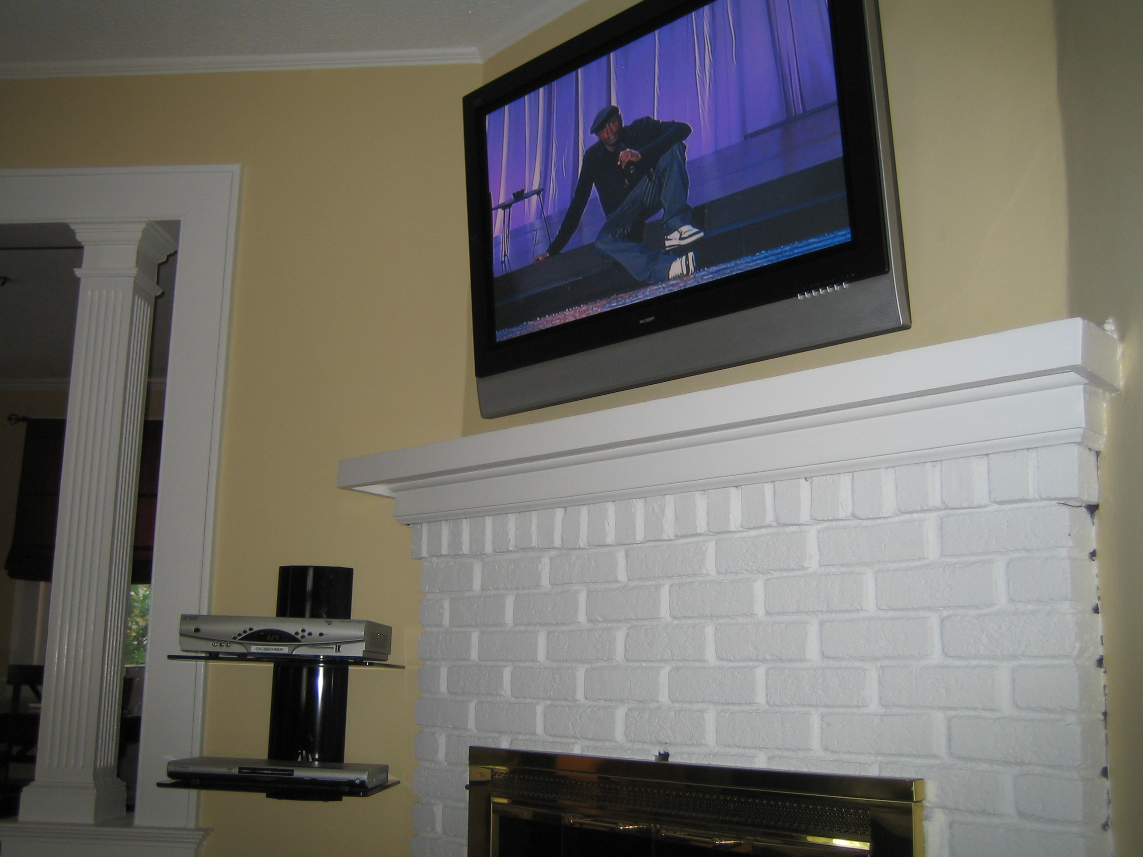 Coventry CT TV Instlal over fireplace with all wires concealed